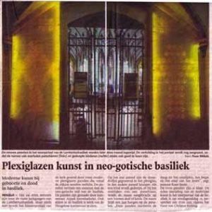 plexiglazen-kunst-in-neo-gotische-basiliek